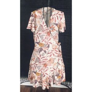"NWT ... LOVESTITCH ""Alanna"" Flutter Wrap Dress 👗"